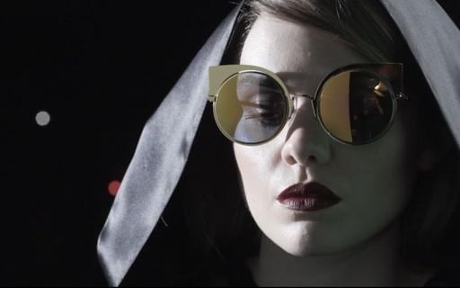 a4746827f Em vídeo: confira o backstage da nova linha de óculos da Fendi, Eyeshine -  Vogue | news