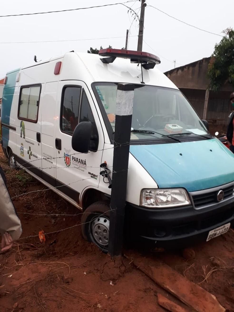 Paciente furta ambulância e se envolve em acidente na PR-323, em Cruzeiro do Oeste