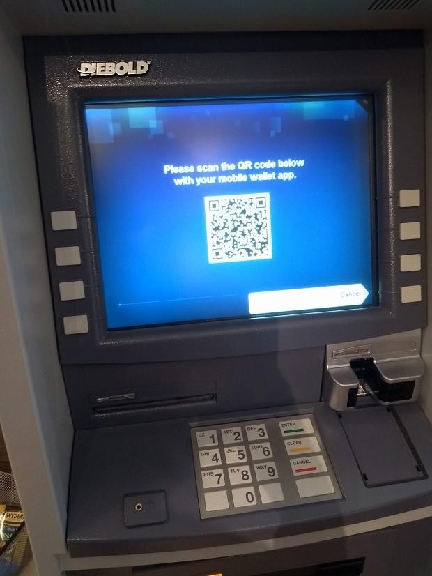 Caixa eletrônico mostra um QR Code, para que usuários possam sacar dinheiro de suas contas PayPal, mostrado no Showcase da empresa (Foto: Época Negócios)
