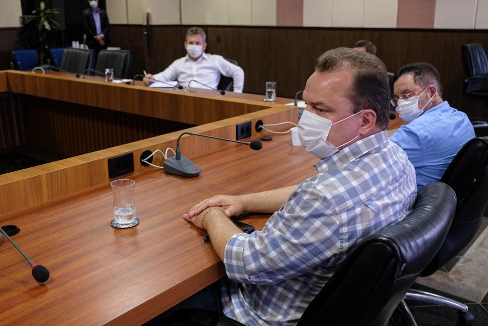Governador e secretários se reuniram para definir ações de combate à pandemia — Foto: Mayke Toscano/Secom-MT