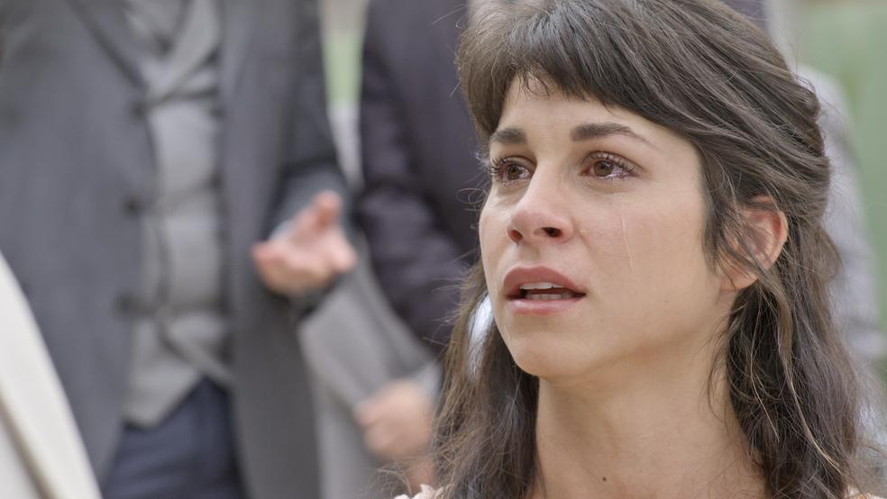Mariana diz que perdoa o poeta, mas fica em choque com confissão (Foto: TV Globo)