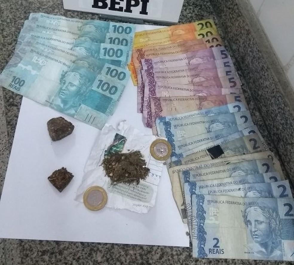 Dinheiro falso foi apreendido e Surubim e levado para a delegacia de Limoeiro (Foto: Foto: Polícia Militar)