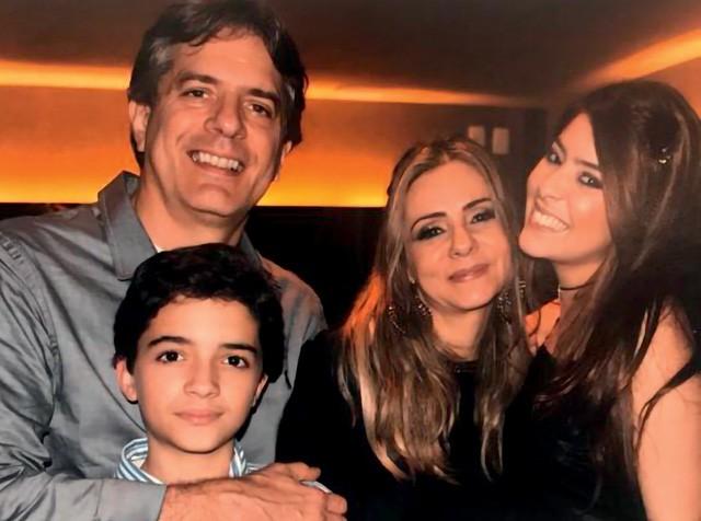 Com a mulher, Raquel, o filho, Lucas, e a primogênita, Bruna, Ruben Fernandes guiou a família em um período difícilimo, o câncer da filha, aos 17 anos (Foto: Arquivo pessoal)