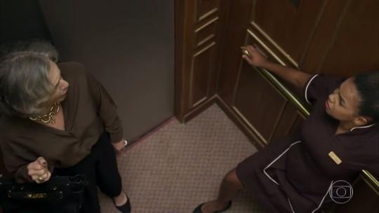 Confira os bastidores de Sabine e Tânia presas no elevador do Carioca Palace