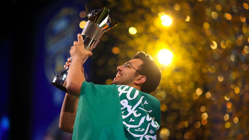Saudita Msdossary é o atual campeão mundial — Foto: Twitter/FIFA eWorld Cup