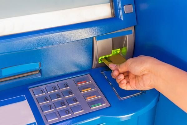 Novo golpe usa sistema do caixa eletrônico modificado para liberar dinheiro — Foto: Reprodução/Pond5