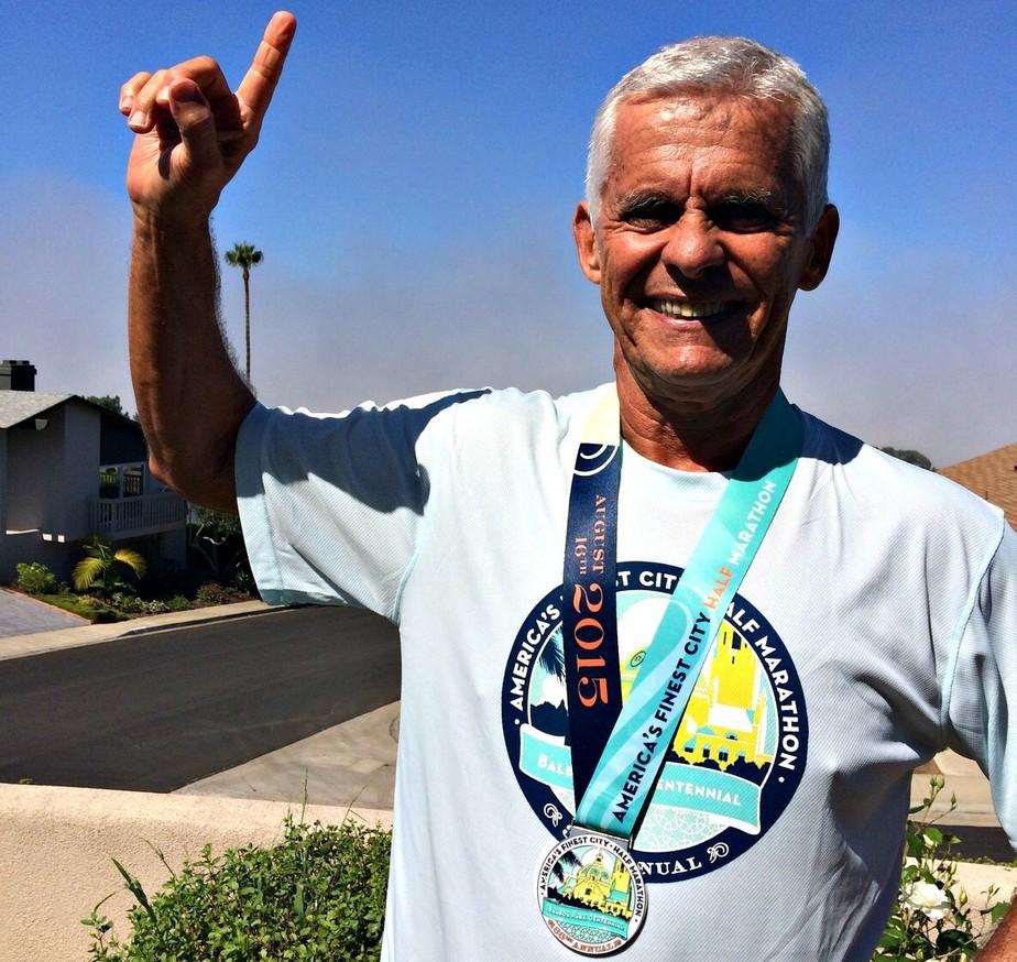 Sedentário até os 49, médico se prepara para completar 19ª maratona aos 70 anos