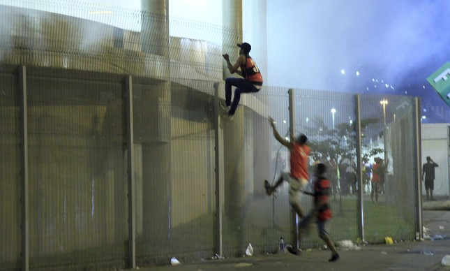 Torcedores invadiram o Maracanã