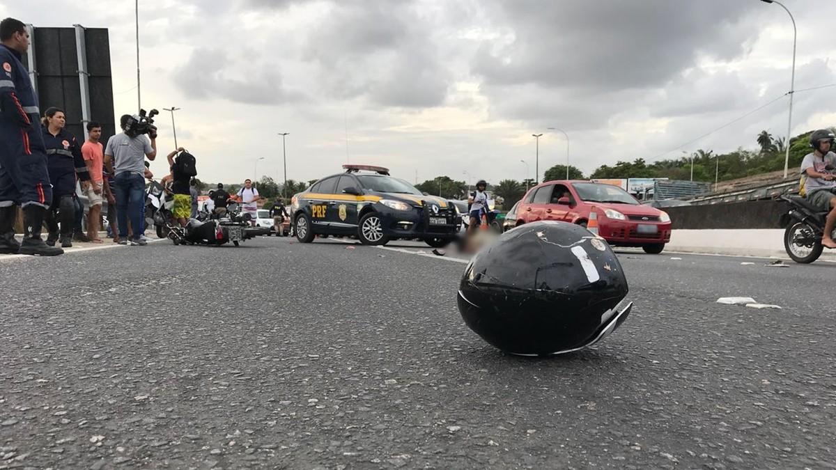 Motociclista morre atropelado por caminhão na BR-230, em João Pessoa
