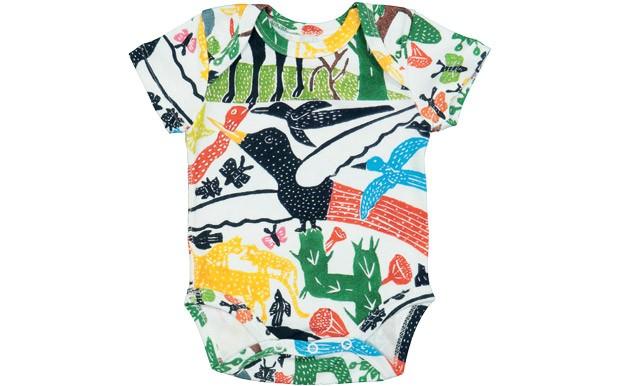 Cores no corpo | O body 100% algodão faz parte da coleção Paisagem e leva estampas exclusivas criadas pelo artista pernambucano J. Borges. Timirim, R$ 85. Tamanhos de RN  a 18 meses. (Foto: Divulgação)