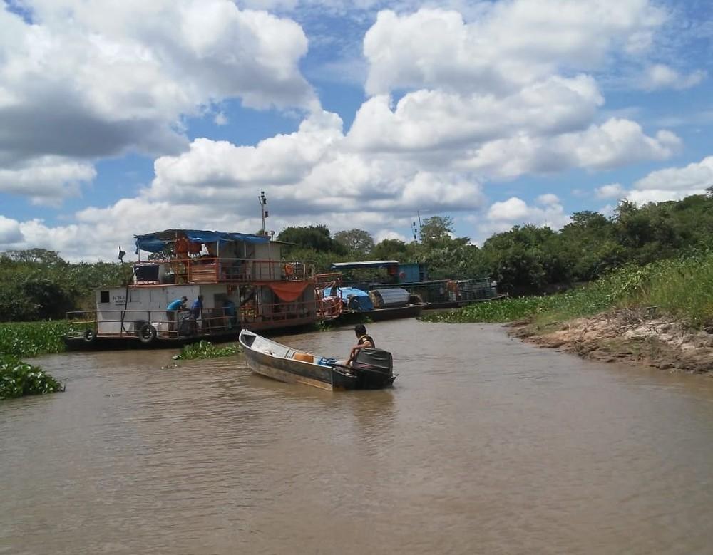 De acordo com os bombeiros 30 pessoas estavam nas 3 embarcações que seguem para Corumbá. — Foto: Corpo de Bombeiros/Divulgação