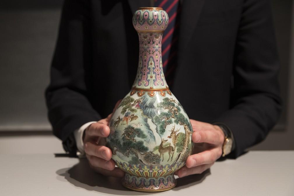 Vaso chinês foi vendido por mais de R$ 70 milhões (Foto: Thomas Samson/AFP)