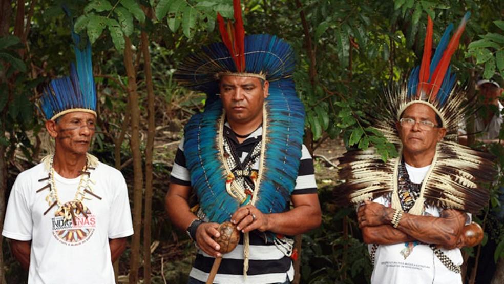 Cacique Potiguara (ao centro) relatou que seu povo tem lutado para evitar o fechamento desde 2019 — Foto: Andreza Andrade / Projeto Gati