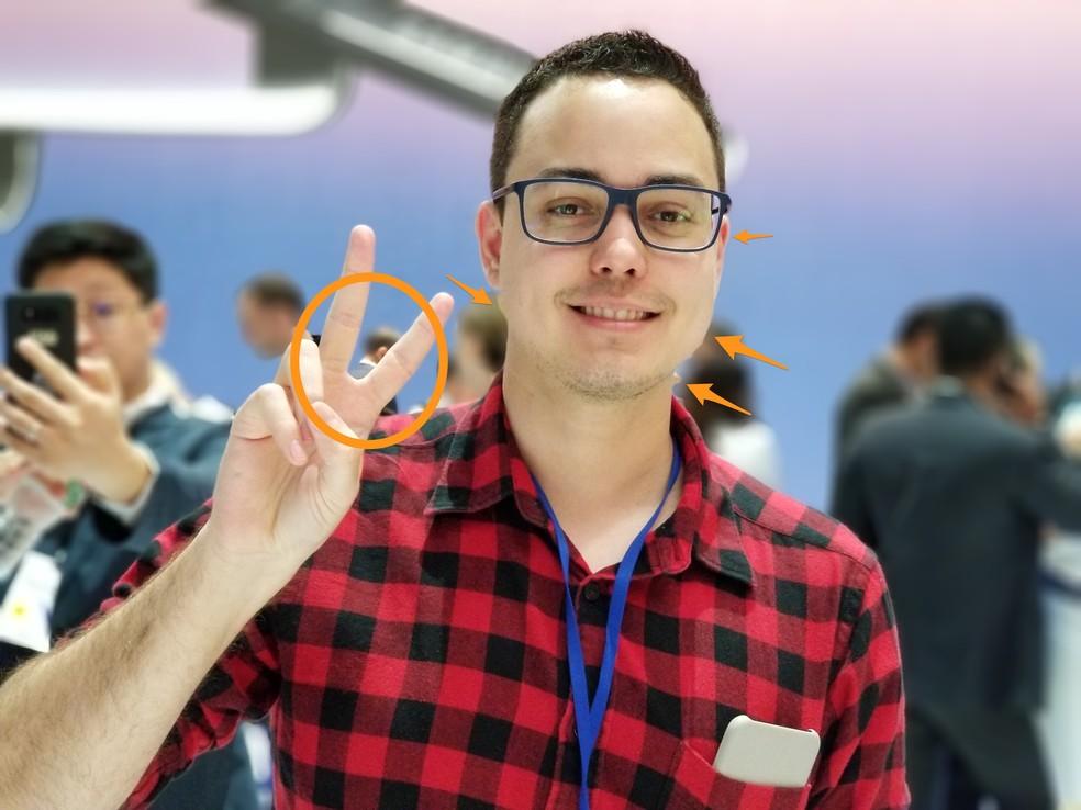 Foto feita com o Galaxy Note 8 em modo de foco dinâmico; marcações em laranja indicam dificuldades do telefone em recortar o personagem principal (Foto: Thássius Veloso / TechTudo)
