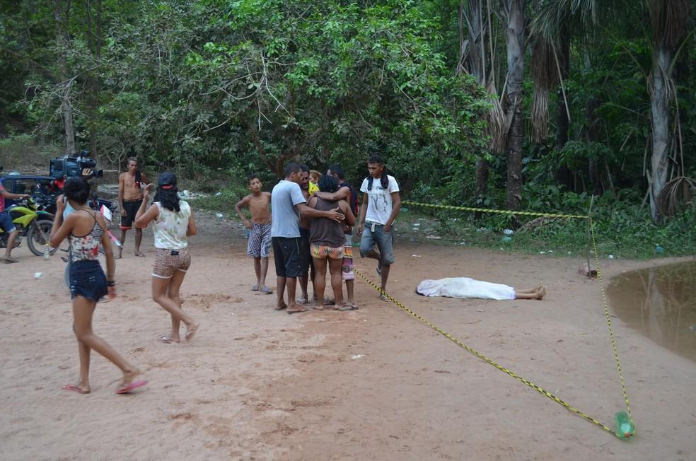 Roseane estava tomando banho com um grupo quando mergulhou e não retornou à superfície. (Foto: Geovane Brito/G1)