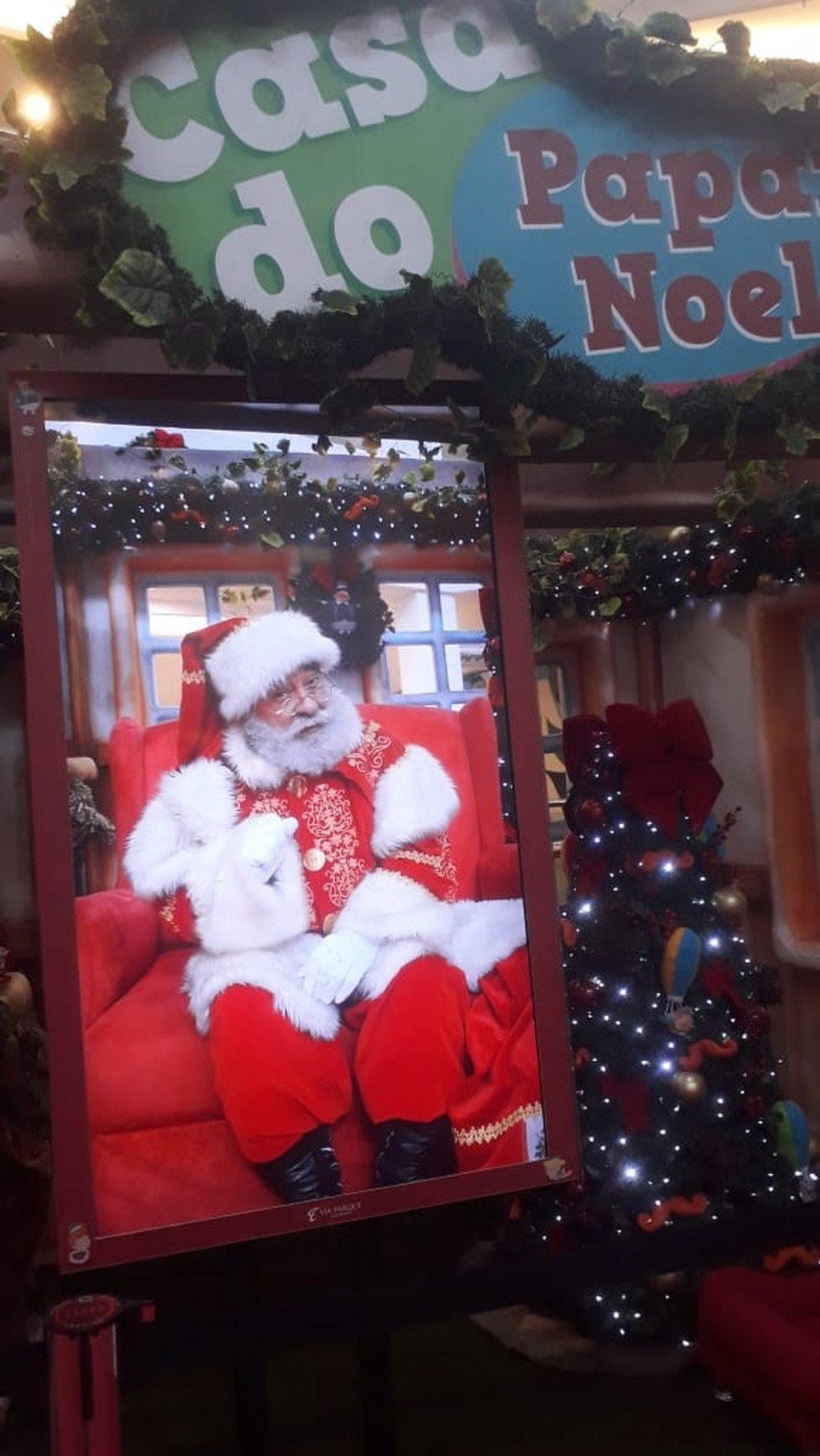 Shopping instalou televisor para fazer contato à distância entre crianças e o Papai Noel — Foto: Limachem Cherem/Arquivo Pessoal