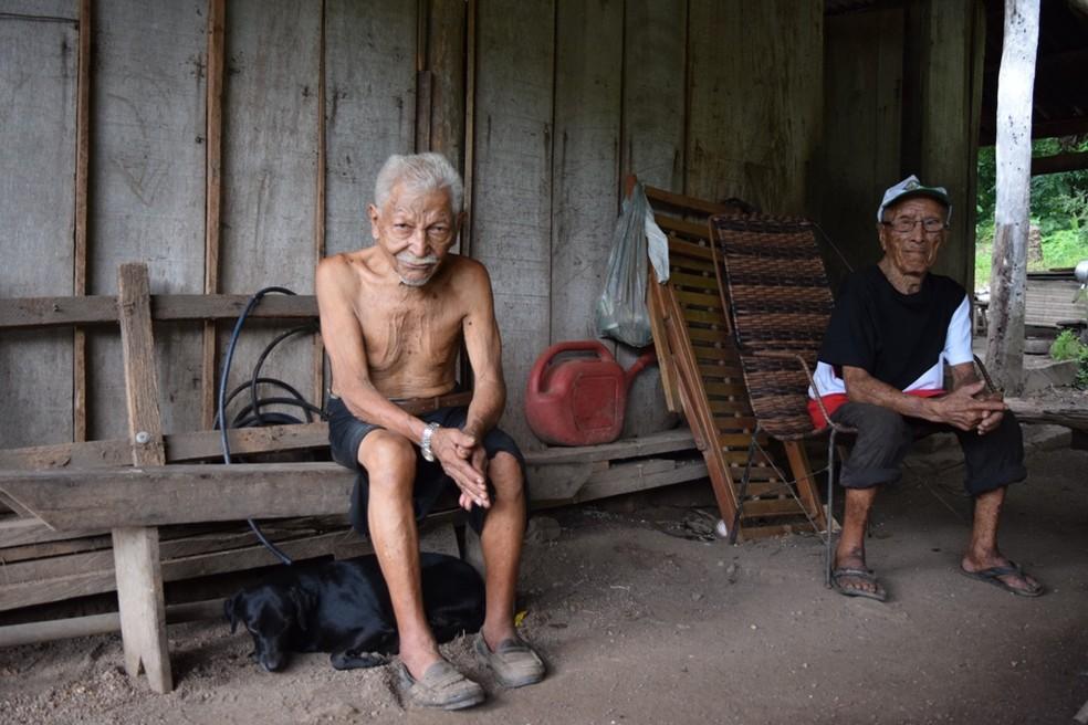 André e Abílio moram há 20 anos sozinhos em comunidade rural em MT — Foto: TJ-MT/Assessoria