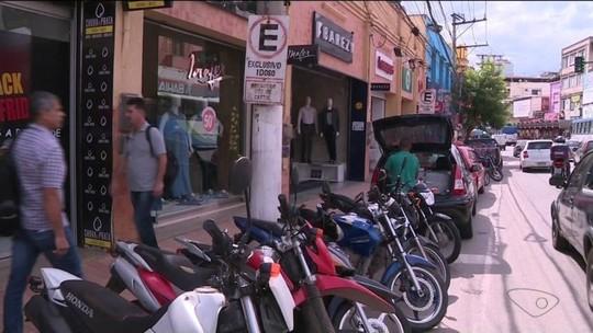 Infração por estacionamento inadequado em vagas de idosos é recorrente no Sul