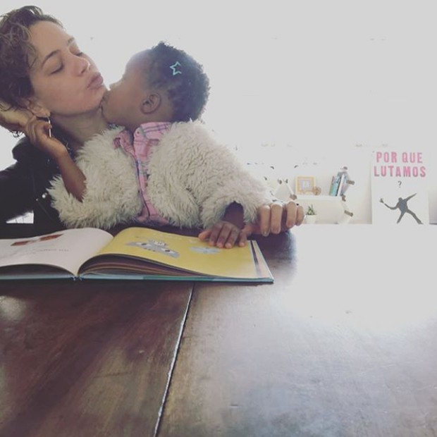 Leandra Leal e a filha (Foto: Reprodução / Instagram)