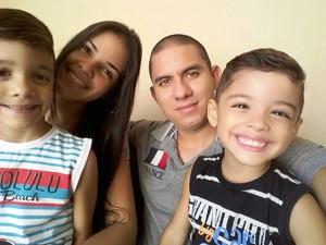 Tata é enfermeira socorrista, cantora, esposa e mãe de dois filhos (Foto: Cláudia de Oliveira/Arquivo Pessoal)