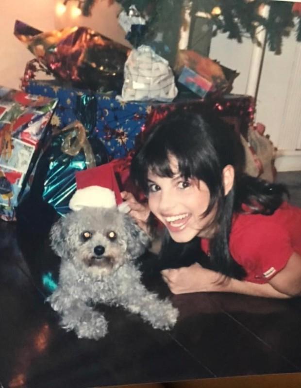 Sthefany Brito e a cachorrinha Theka  (Foto: Reprodução/Instagram)