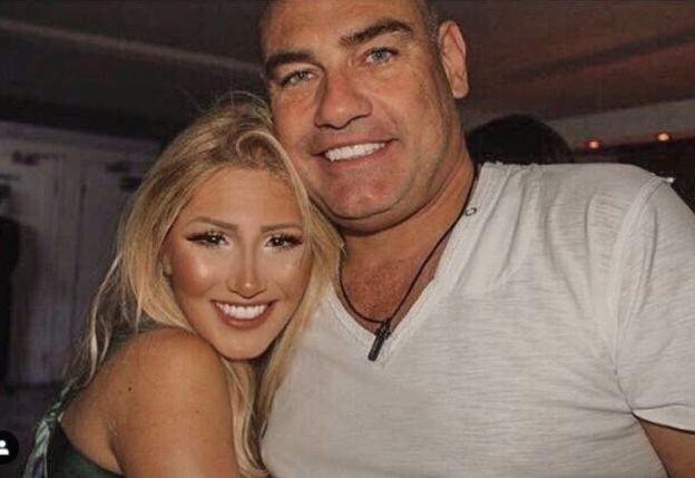 Alexia ao lado do pai, o empresário Marcelo Hahn (Foto: REPRODUÇÃO/INSTAGRAM)