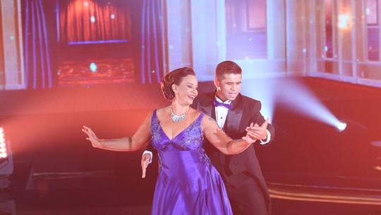 Solange Couto agita a plateia no ritmo do foxtrote no 'Dança dos Famosos'
