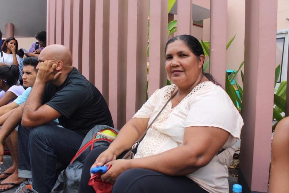ENEM 2018 - DOMINGO (4) - MANAUS (AM) - Lucymeire Batalha, de 52 anos, tenta Enem pela quarta vez para cursar gastronomia — Foto: Rickardo Marques/G1