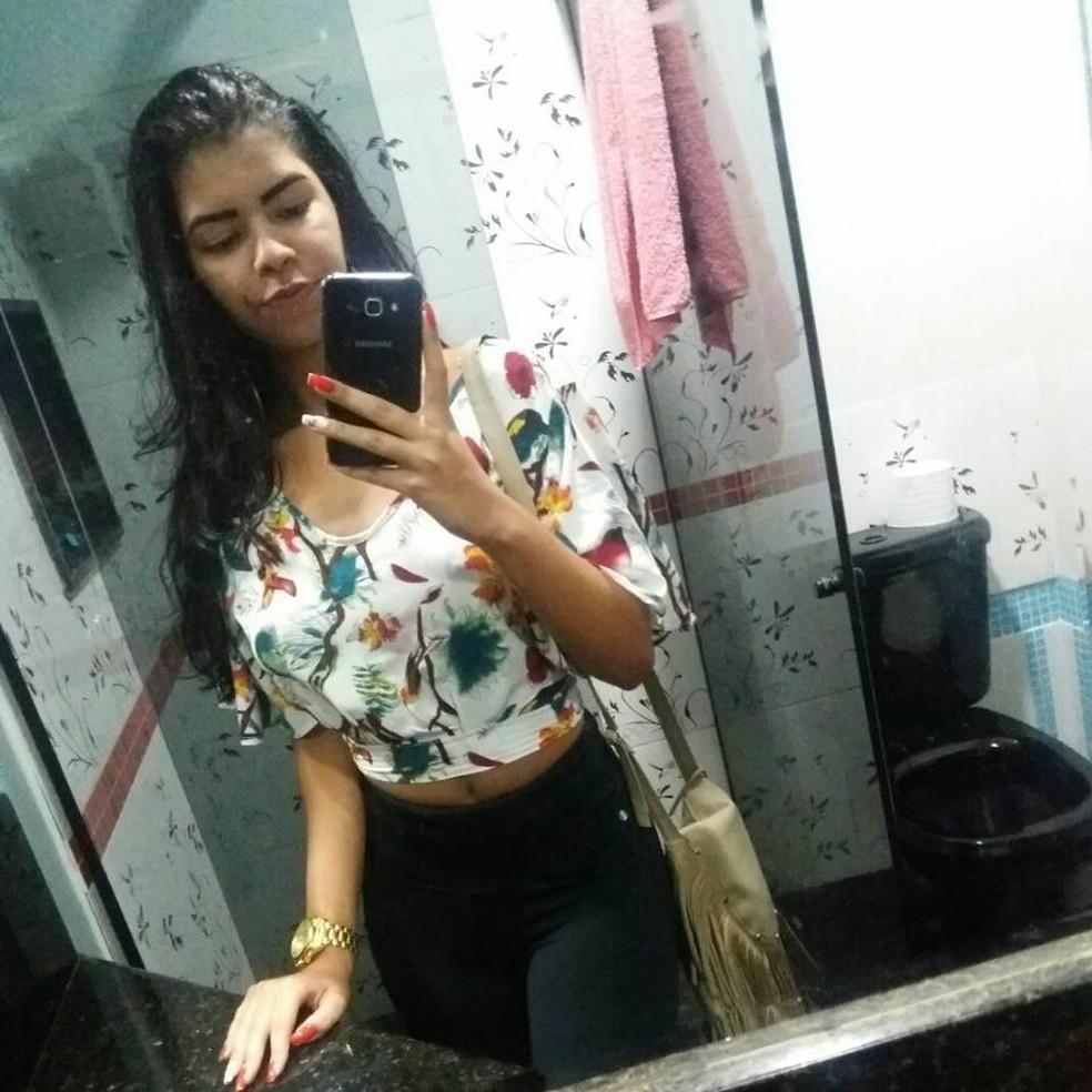 Amanda dos Santos, de 18 anos (Foto: Reprodução/ Facebook)