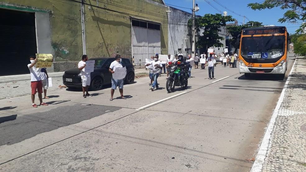 Agentes da CTTU acompanharam a passeata no Recife — Foto: Priscila Urpia/Divulgação