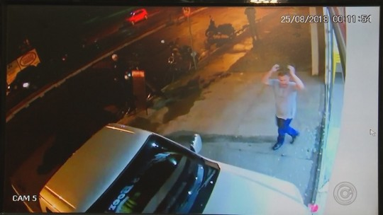 Motorista que atropelou comerciante de propósito após discussão em Buritama continua solto