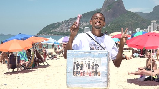 Ambulante do Alemão faz sucesso em Ipanema e na web com sacolé de açaí 'das Kardashian'