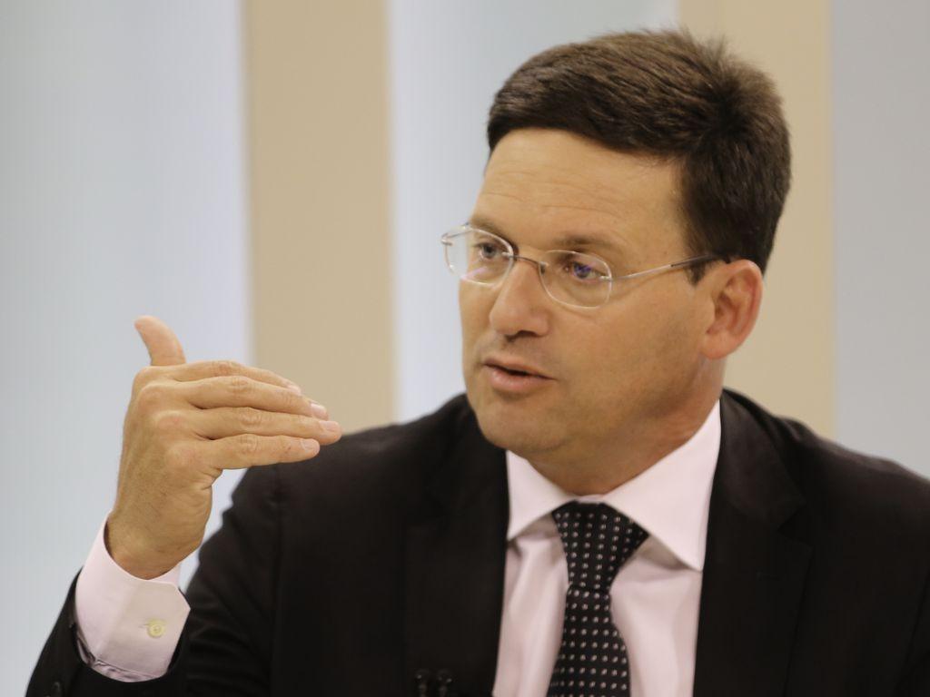 Auxílio Brasil: governo busca recursos para pagar benefício médio de R$ 300, diz ministro