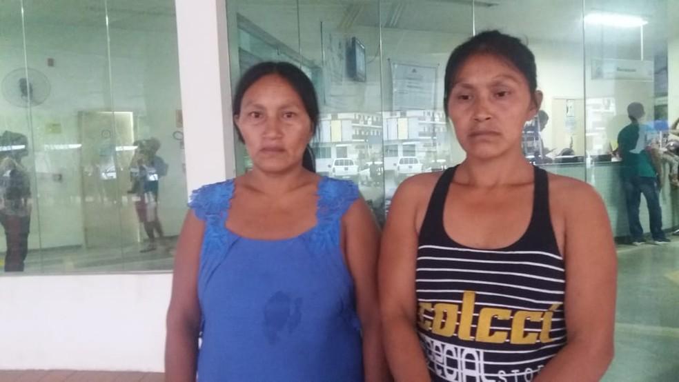 Familiares foram para o hospital após crianças serem encontradas em rodovia de Cruzeiro do Sul — Foto: Mazinho Rogério/G1
