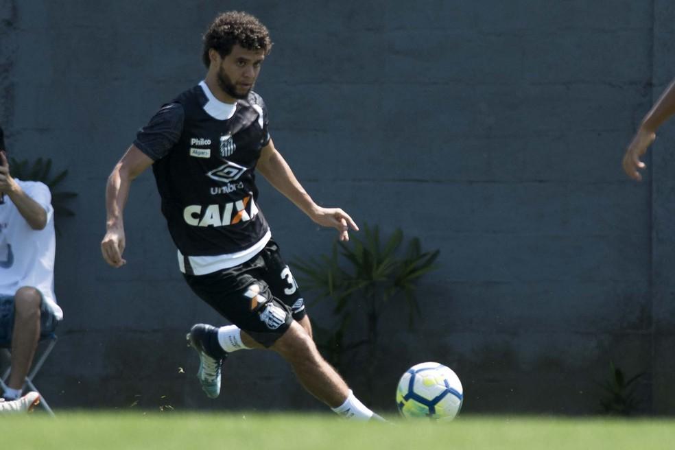 Victor Ferraz será titular do Santos contra o Corinthians — Foto: Ivan Storti/Santos FC
