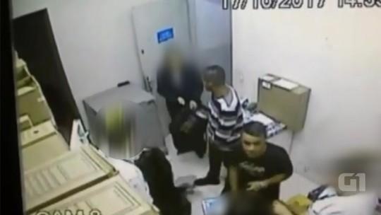 Assaltantes obrigam funcionários de loja em Pederneiras a ajudar no roubo; vídeo