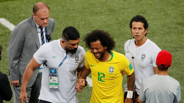 Marcelo deixa o campo machucado
