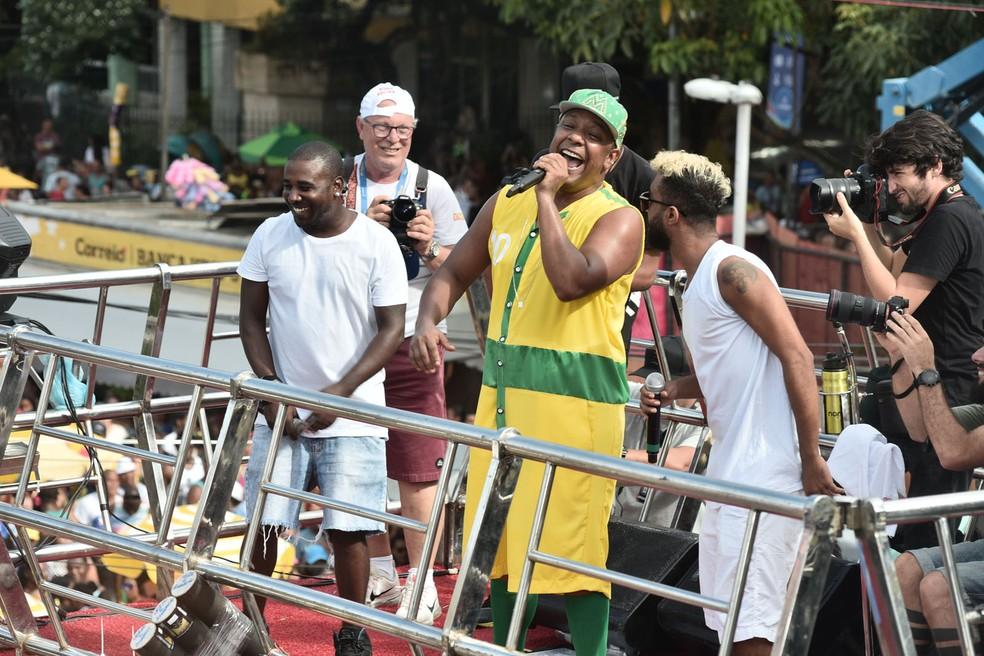 Márcio Victor e cantores do ÀTTØØXXÁ — Foto: Max Haack/Ag Haack