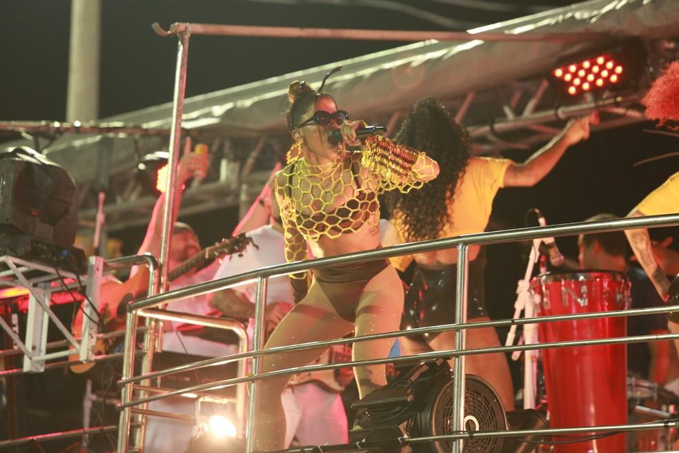 Anitta comanda bloco no Circuito Dodô (Barra-Ondina), em Salvador, nesta sexta-feira (21). — Foto: Mauro Zaniboni /Ag Haack