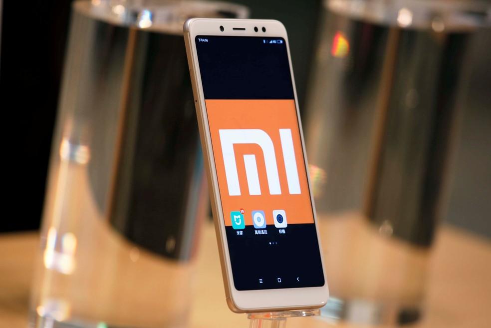 Smartphone da chinesa Xiaomi exibido em Hong Kong. (Foto: Bobby Yip/Reuters)