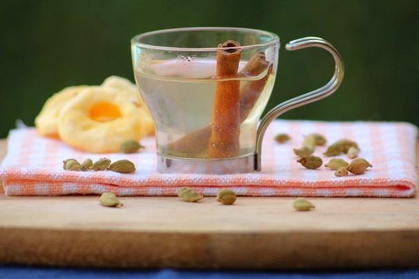 Chá de maça leva matcha e canela no modo de preparo (Foto: Divulgação)