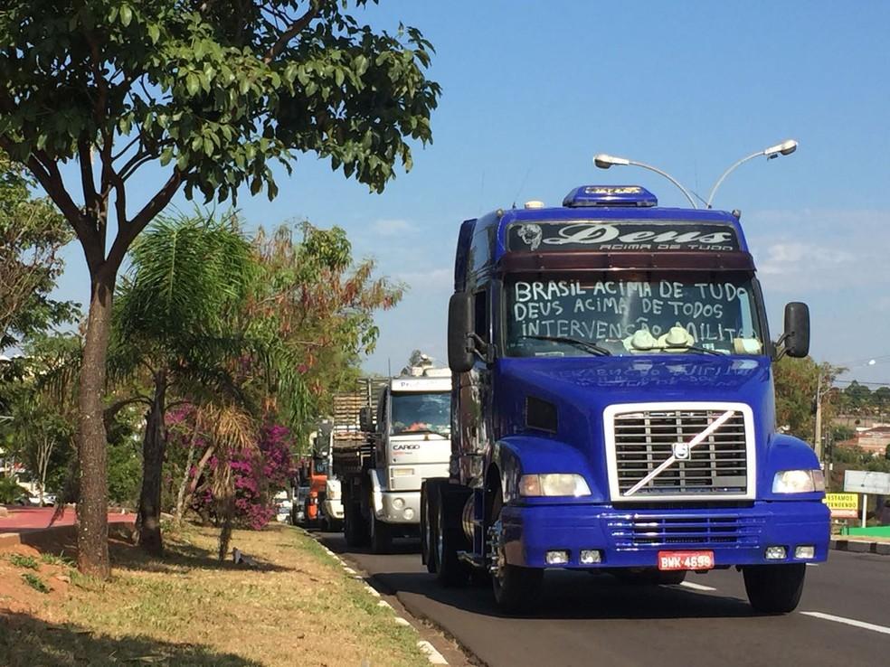 Caminhoneiros fizeram carreata neste sábado (26) em Presidente Prudente (Foto: Murilo Zara/TV Fronteira)