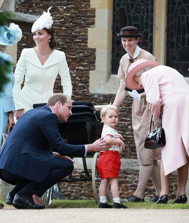 Maria Teresa Turrion Borrallo, babá da família real, com rainha Elizabeth, Kate, William e George (Foto: Getty Images)