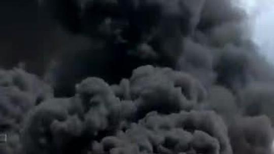 Imagens mostram momento em que ônibus intermunicipal pega fogo em MT