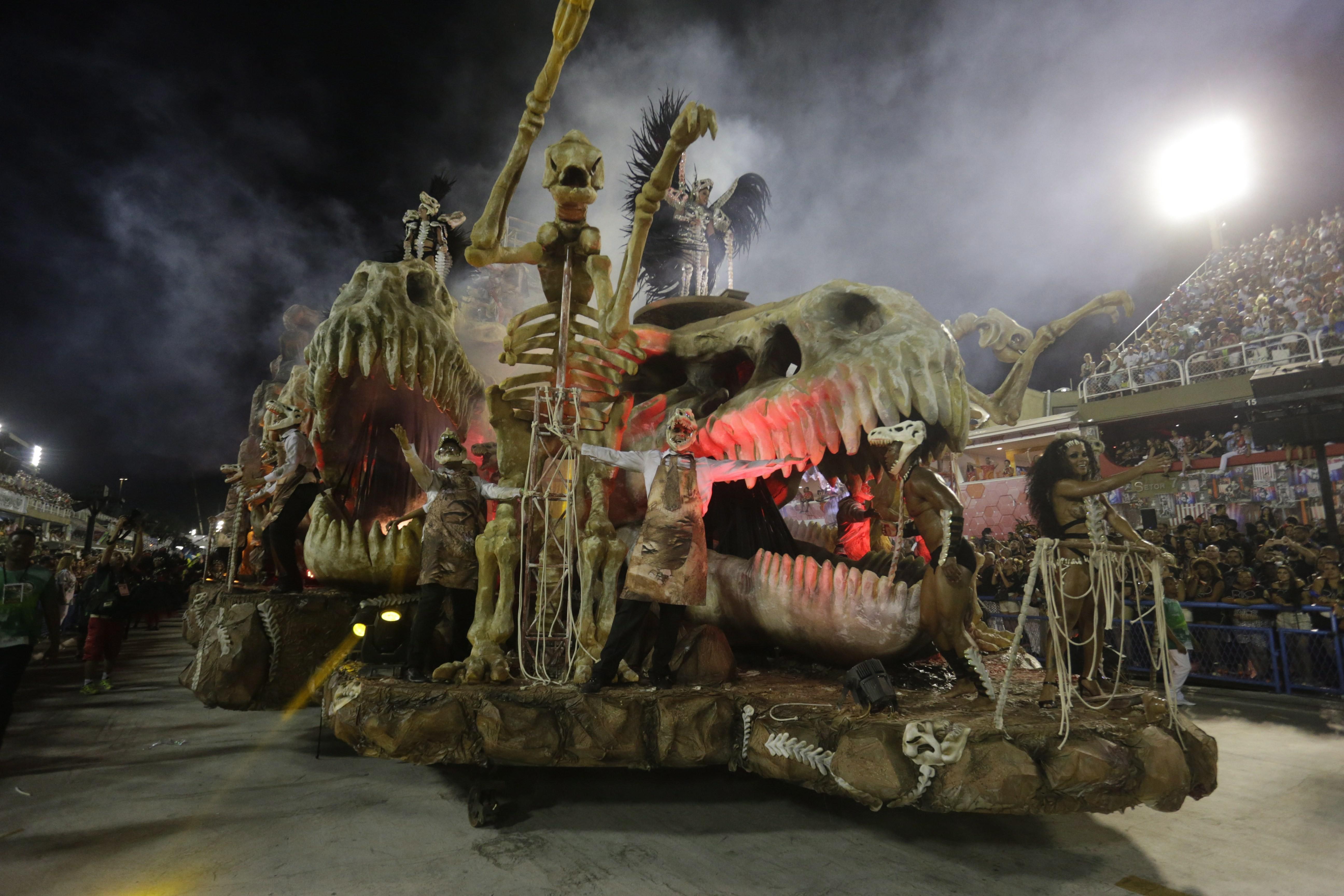 Fósseis de dinossauros, parte querida do acervo do museu, é representado em uma alegoria