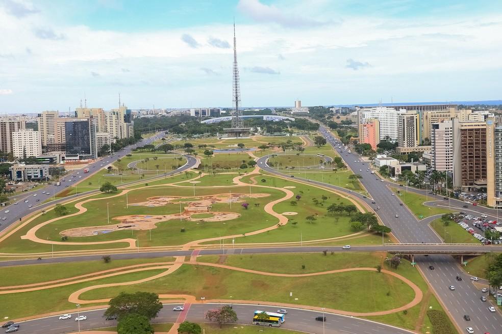 Torre de TV e Setor Hoteleiro, em Brasília — Foto: Paulo H. Carvalho / Agência Brasília.
