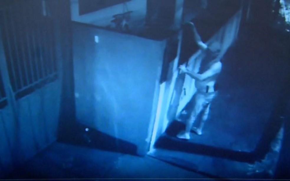 Homem que furtou casa pode ser estuprador em série, em Pitangueiras, SP — Foto: Reprodução/EPTV
