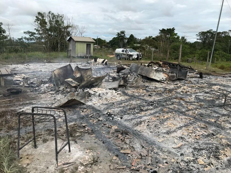 Escola ficou totalmente destruída (Foto: Divulgação/Polícia Civil)