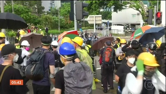 Manifestantes protestam no 22º aniversário do retorno de Hong Kong ao domínio chinês
