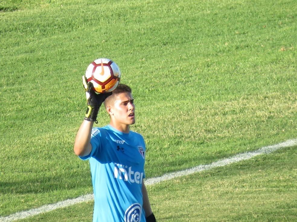 Goleiro Júnior, do São Paulo, defendeu pênalti no fim do jogo (Foto: Felipe Schmidt)